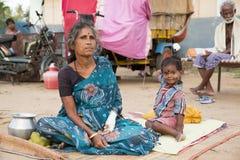 本地治里市国家,印度- 2014年6月15日 吉普赛阵营 库存图片