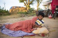 本地治里市国家,印度- 2014年6月15日 吉普赛阵营 图库摄影