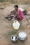 本地治里市国家,印度- 2014年6月15日 吉普赛阵营 免版税库存图片
