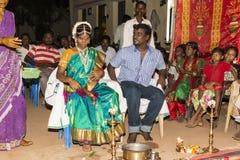 本地治里市,泰米尔纳德邦,印度- 2014年5月11日:puja仪式 图库摄影