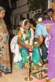 本地治里市,泰米尔纳德邦,印度- 2014年5月11日:puja仪式 库存照片