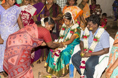 本地治里市,泰米尔纳德邦,印度- 2014年5月11日:puja仪式 免版税图库摄影