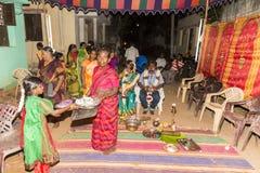 本地治里市,泰米尔纳德邦,印度- 2014年5月11日:puja仪式 库存图片