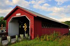 本宁顿, VT :造纸厂被遮盖的桥 免版税库存图片