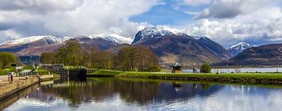 本尼维斯山范围的看法在威廉堡的苏格兰的高地的 免版税库存照片