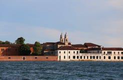 本尼迪克特教团的威尼斯意大利大厦在圣Servolo Benedi 免版税库存照片