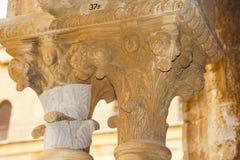 本尼迪克特的修道院的修道院在蒙雷阿莱大教堂里在西西里岛 专栏和资本的全视图和细节 库存图片