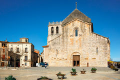 本尼迪克特的修道院Sant Pere de Besalu在Besalu,卡塔龙尼亚,西班牙镇  库存图片