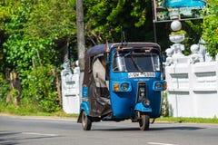 本托特,斯里兰卡- 2015年12月31日:Tuk-tuk在的moto出租汽车 免版税库存照片