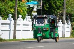 本托特,斯里兰卡- 2015年12月31日:Tuk-tuk在的moto出租汽车 免版税图库摄影