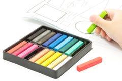 绘本文的五颜六色的蜡笔 免版税库存照片