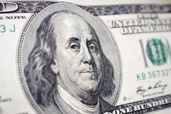 本杰明・富兰克林的面孔特写镜头在100美金的 免版税库存照片