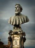 本韦努托・切利尼的纪念碑在佛罗伦萨 免版税库存照片
