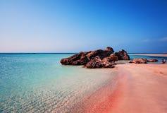 本质秀丽 与桃红色沙子的美丽的Elafonissi海滩 库存照片