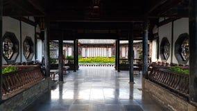 朱的家庭,建水,云南,中国的典型的中国高尚的住所的屋子 库存照片