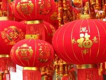 朱红色的灯笼和假爆竹 库存照片