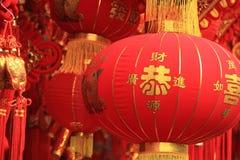 朱红色的灯笼和假爆竹 免版税图库摄影