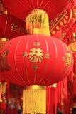 朱红色的灯笼和假爆竹 免版税库存图片