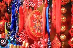 朱红色的灯笼和假爆竹 图库摄影