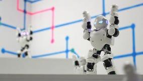 机器人人跳舞 跳舞机器人关闭 聪明的技术概念 影视素材