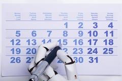机器人在日历的标号日期 库存图片