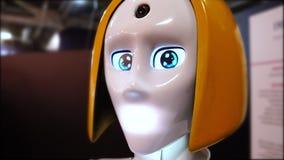 机器人妇女看照相机 股票录像