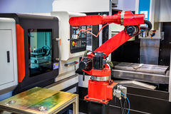 机器人胳膊现代工业技术 免版税库存图片