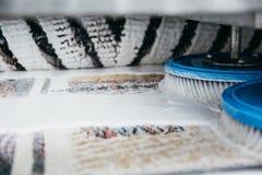 机器清洁地毯 免版税图库摄影