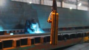 机器的控制板在导线和摇动垂悬 股票视频