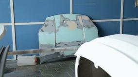 机器的特写镜头在绘画前的在服务站 优美的敞篷