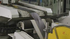 机器通过在路辗特写镜头之间的波兰人小条 股票录像