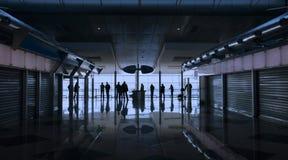 机场人等待 免版税库存照片