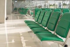 机场内部在等待的区域 免版税库存照片