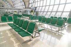 机场内部在等待的区域 库存照片