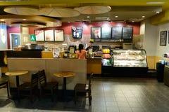 机场咖啡馆内部 库存图片