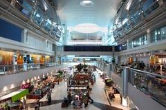 机场大中心迪拜现代购物 免版税库存照片