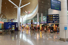 机场对走道的门内部 免版税库存图片