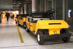 机场小型运车 免版税图库摄影