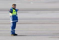 机场工作者跑道飞机 免版税图库摄影