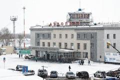 机场彼得罗巴甫洛斯克Kamchatsky市冬天视图  堪察加 库存照片