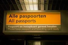 机场检查护照 免版税库存照片