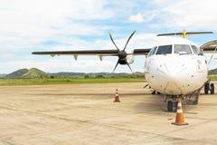 机场海岛飞机支柱柏油碎石地面 免版税库存图片