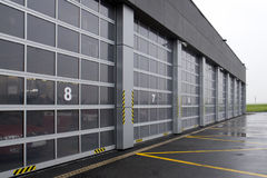 机场消防队员停车库服务 库存图片