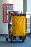 机场清洁工具推车 免版税库存照片