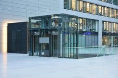 机场电梯法兰克福玻璃 免版税图库摄影