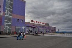 机场的大厦在Norilsk 免版税库存照片