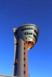 机场的空中交通管理塔 免版税库存图片