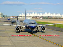 机场线路飞机 免版税图库摄影