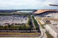 机场终端和汽车停车处 库存照片