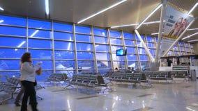 机场终端门移动式摄影车射击 影视素材